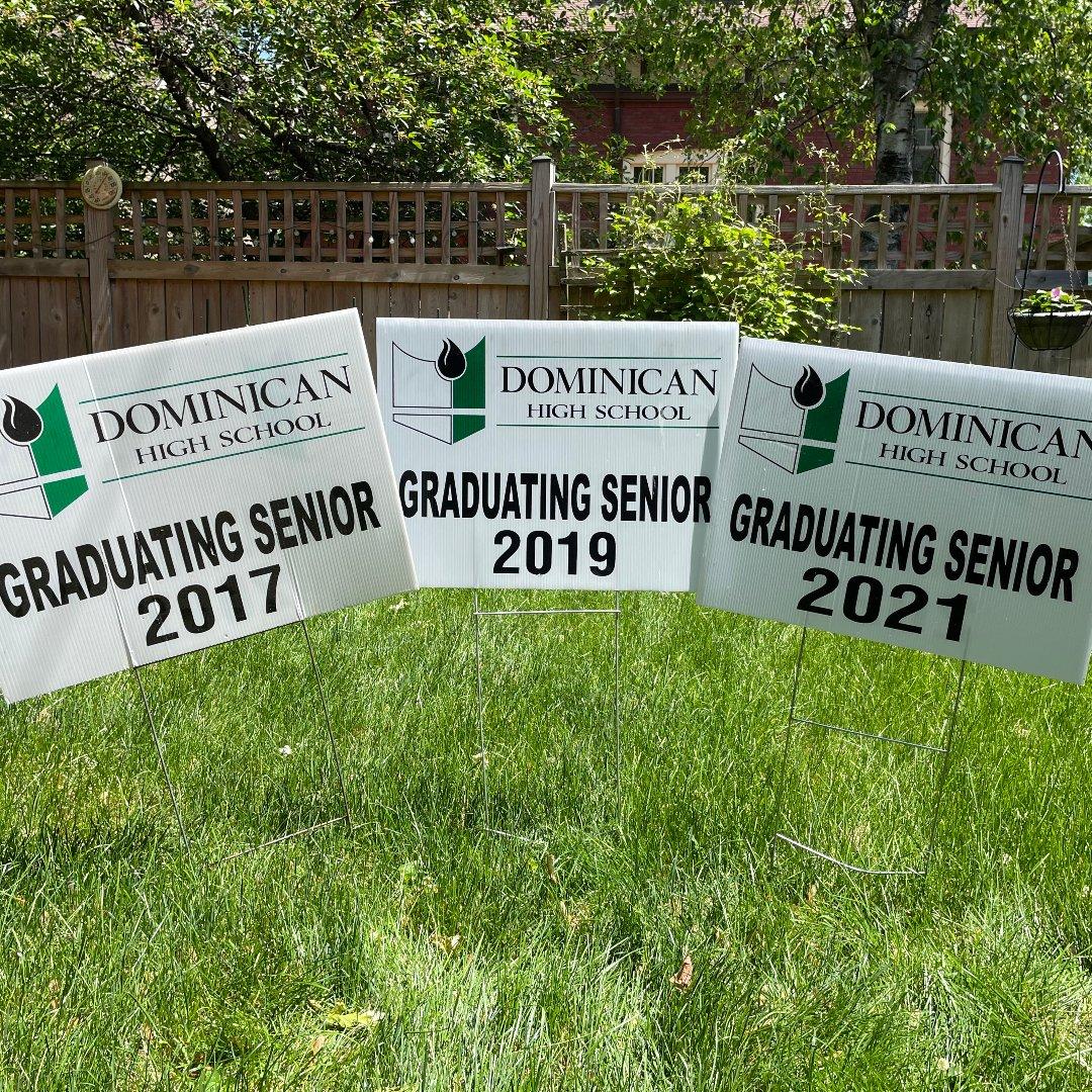 3 graduation signs