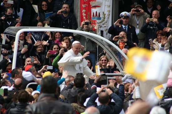 """Papa Francesco in Naples - 12"" by Finizio - http://www.flickr.com/photos/84256695@N00/16723322569/. Licensed under CC BY-SA 2.0 via Wikimedia Commons."