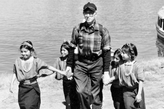 Unbound co-founder Bob Hentzen with sponsored children in Guatemala in 1996.
