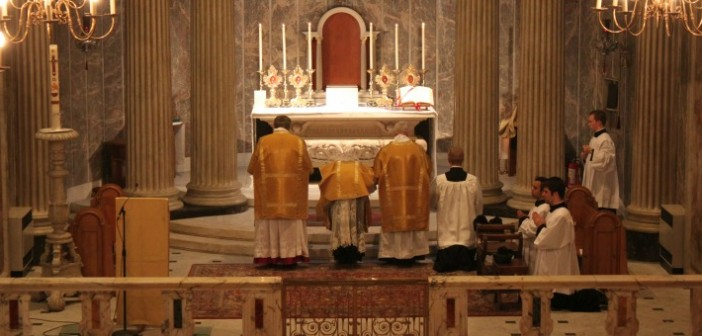 Confiteor_at_Tridentine_Mass-cropped