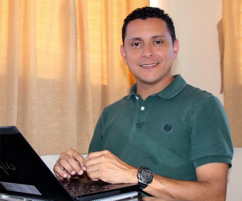 Henry Flores, director of the Unbound communications center in El Salvador. Photo copyright 2015 Unbound. All rights reserved.