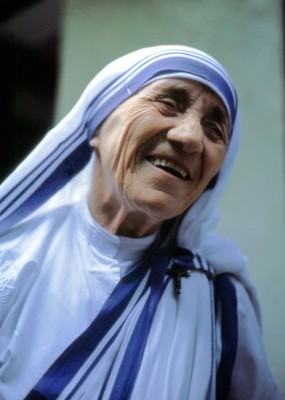 """Mutter Teresa von Kalkutta"" by Manfredo Ferrari - Own work. Licensed under CC BY-SA 4.0 via Wikimedia Commons."