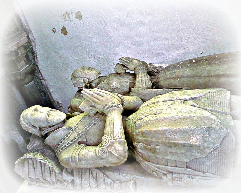 alabaster effigy