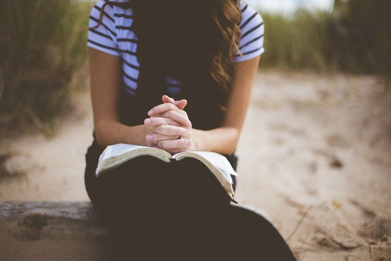 """10 ways to fight distraction in prayer"" by Patti Maguire Armstrong (CatholicMom.com)"