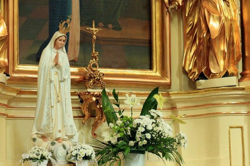 """""""The Hem of Her Garment"""" (CatholicMom.com)"""