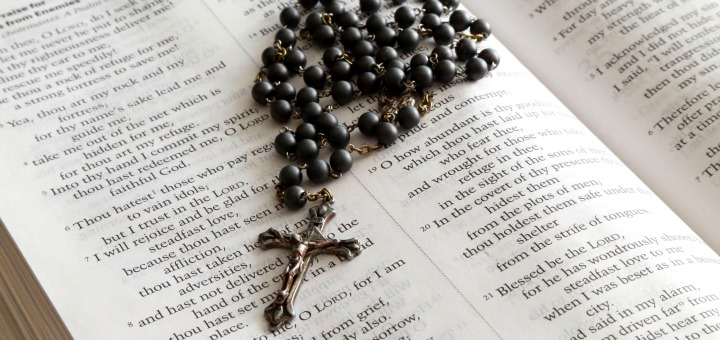 Rosary_on_bible_red by jclk8888 (2013) via Morguefile.
