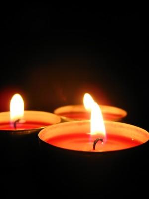 third week of advent joy candle