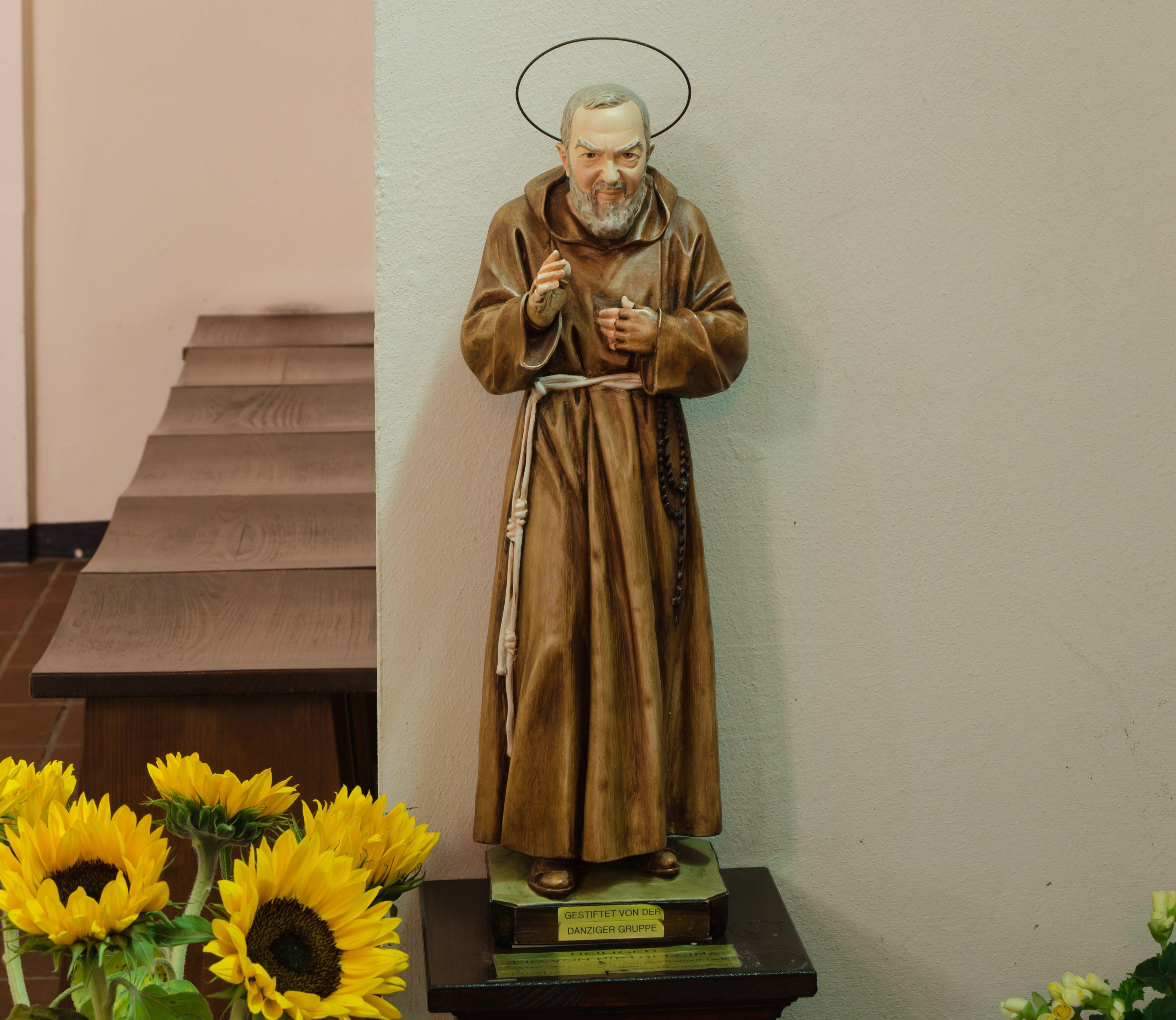 St._Joseph_Wandsbek_Statue_des_Pio_von_Pietrelcina