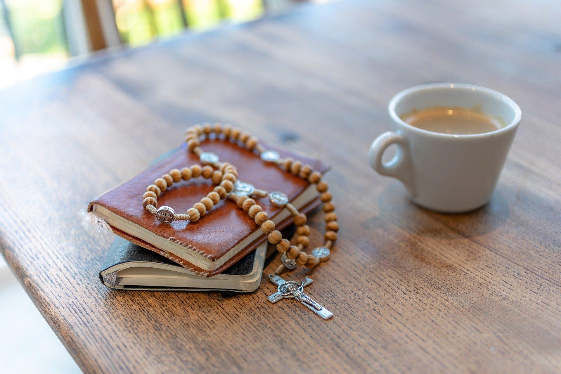 rosary-3857774_1920