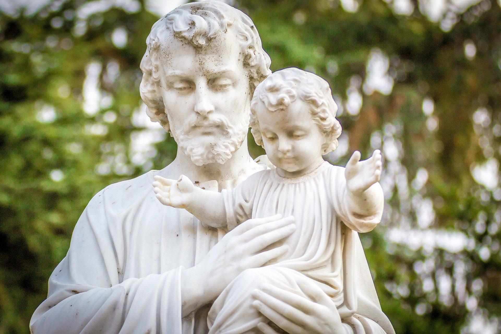 saint joseph statue, holding baby jesus