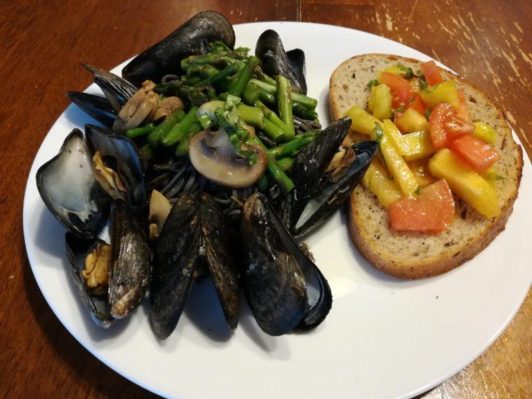 0524-KUllo-steamed-mussels-768x576